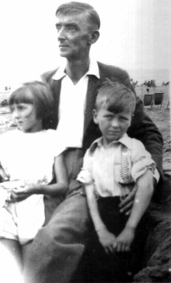 Sid aged 11 with Len and Molly at the beach, Jesson, Kent, on Sid's first and only family one week holiday.